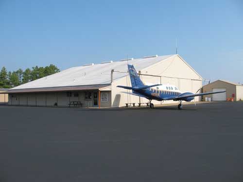 http://pdcconsultants.com/wp-content/uploads/2016/04/humphreys_county_airport1_waverly_tn.jpg
